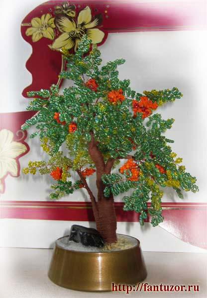 b рябина. дерево из бисера. сувениры. картинку. работа с.