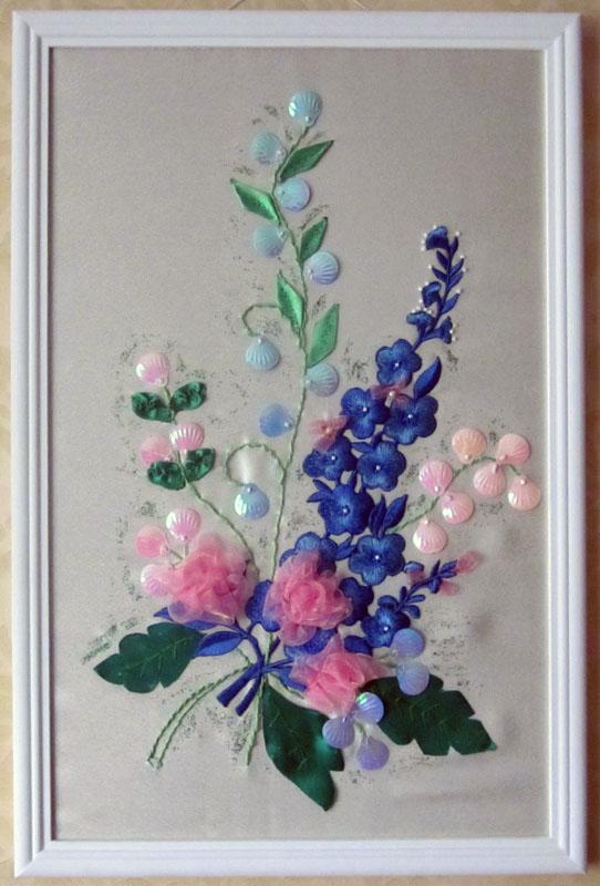 Панно, вышитое лентами, украшенное бисером - замечательная идея для украшения домашнего интерьера.